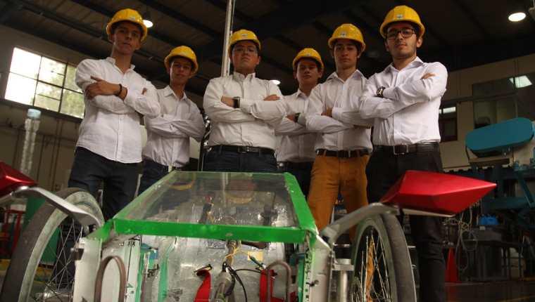 Estudiantes de distintas carreras de Ingeniería de la UVG son los responsables del proyecto. (Foto Prensa Libre: Josué León)