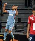 Radamel Falcao celebra uno de los dos goles del Mónaco contra Lille en la liga francesa. (Foto Prensa Libre: AFP).
