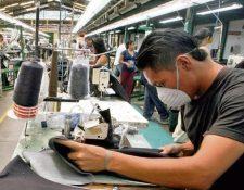 El año pasado la decisión de aumentar 3.75% los salarios fue tomada por el mandatario, luego que la CNS no alcanzará un acuerdo. (Foto Prensa Libre: Hemeroteca)