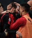 Gonzalo Higuaín festeja con euforia el gol que anotó en la victoria del Milán contra el Spal de Ferrara. (Foto Prensa Libre: AFP).