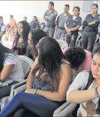 Varias féminas han sido detenidas durante operativos del Ministerio Público y la Policía Nacional Civil para desarticular bandas que extorsionan a comerciantes y transportistas. (Foto Prensa Libre: Hemeroteca PL)