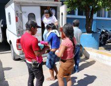 Los heridos fueron llevados al Hospital Modular de Chiquimula. (Foto Prensa Libre: Mario Morales)
