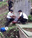 Supuesto pandillero murió a balazos en San José, Villa Nueva. (Foto Prensa Libre: Bomberos Voluntarios)