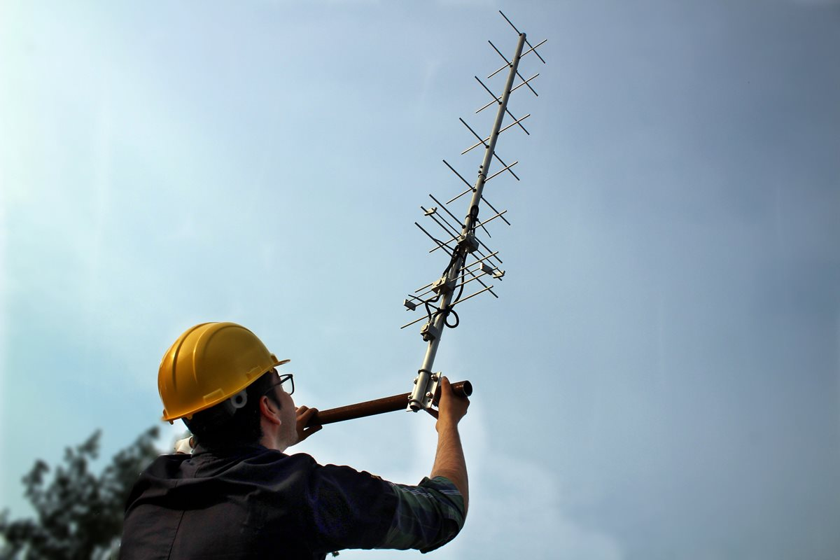 Antena de la estación en tierra en la Universidad del Valle de Guatemala, donde se construye Quetzal-1. (Foto Hemeroteca PL)