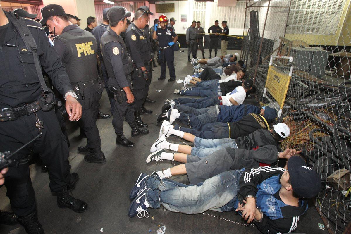 El OJ pidió a la PNC reforzar la seguridad en edificios de ese organismo en prevención de ataques de pandillas. (Foto Prensa Libre: Hemeroteca PL)