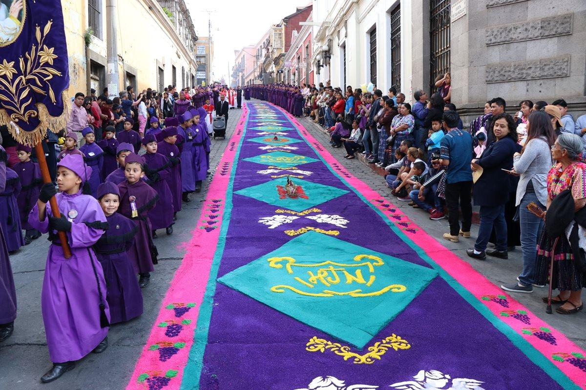 Fieles quetzaltecos manifiestan su devoción