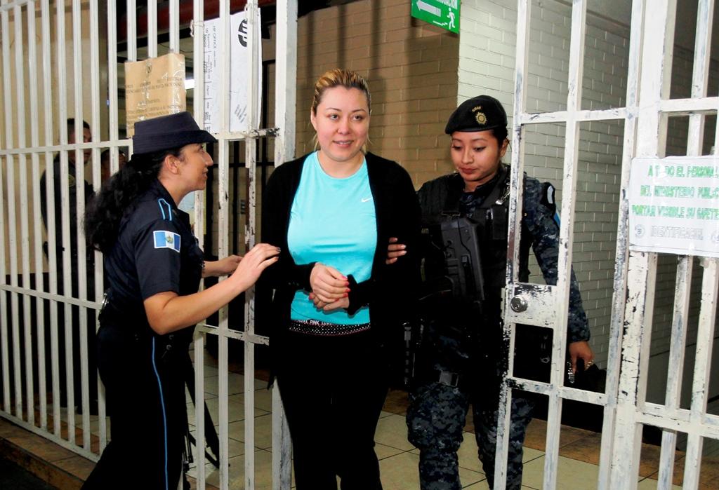 Emilenne Mazariegos y familiares van a prisión