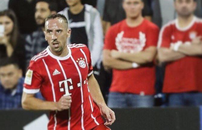 Franck Ribéry, dentro de sus muchos logros en 2013 fue elegido como el jugador del año en la Bundesliga y ganó el Balón de Oro de la Copa Mundial de Clubes. (Foto Prensa Libre: Twitter Franck Ribéry)