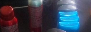 Desodorantes que les fueron decomisados a la capturada en comercio de Rabinal. (Foto Prensa Libre: PNC).