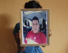 Miriam Casimiro, en La Esperanza, se mantiene a la espera de que autoridades de EE.UU. entreguen el cuerpo de su hermano, Juan José. (Foto Prensa Libre: María José Longo)