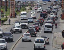 El tránsito en la cabecera de Quetzaltenango es cada vez más intenso lo cual genera estrés. (Foto Prensa Libre: María José Longo)