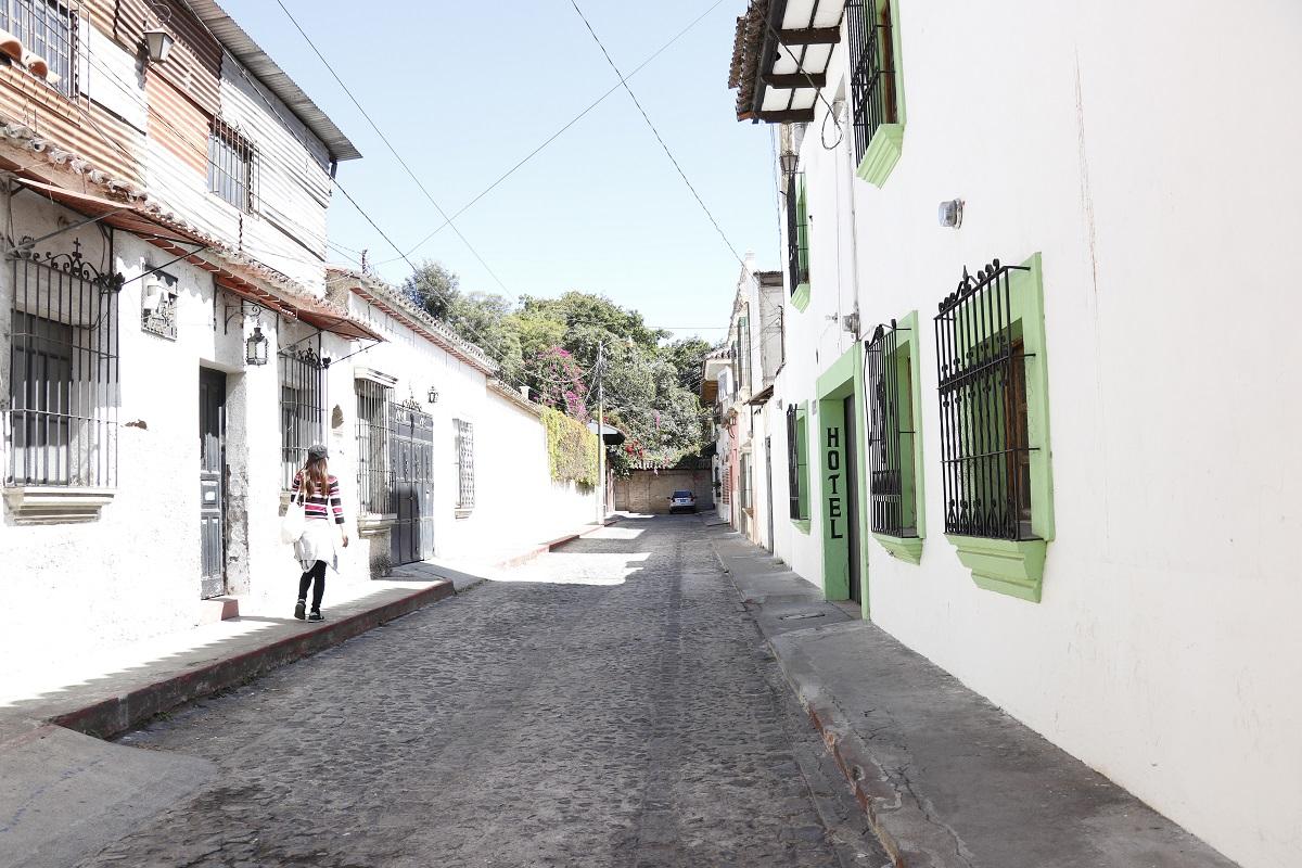 Lugar donde se registró el crimen en el pasaje Matheu de la Calzada Santa Lucía de la ciudad colonial. (Foto Prensa Libre: Julio Sicán).