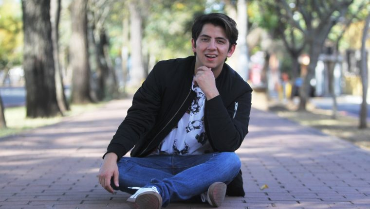 Alejandro Sago ha cautivado con su estilo. (Foto Prensa Libre: Keneth Cruz)