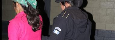 Fermina Ucelo López es señalada de haber lanzado a su bebé en una fosa séptica. (Foto Prensa Libre: PNC).
