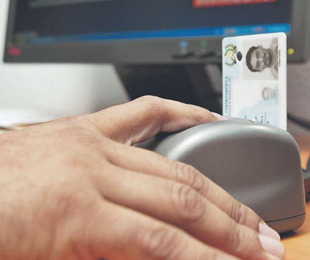 El Renap aceptó que hay una déficit en la impresión del DPI. (Foto Prensa Libre: Hemeroteca PL)