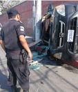 Accidente de tránsito, en la 1a. avenida y 12 calle de la zona 1, deja dos personas heridas, trasladadas a un hospital privado. (Foto Prensa Libre: Carlos Hernández)