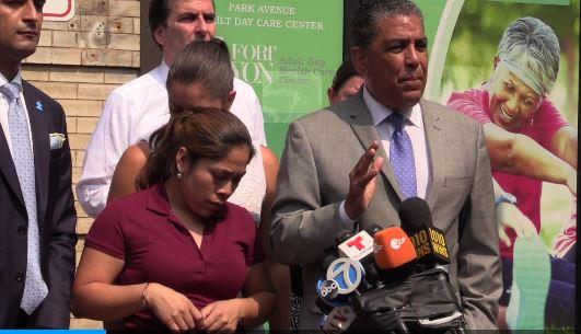 La guatemalteca Jenny González García pudo recuperar este viernes a sus tres hijos en Nueva York.