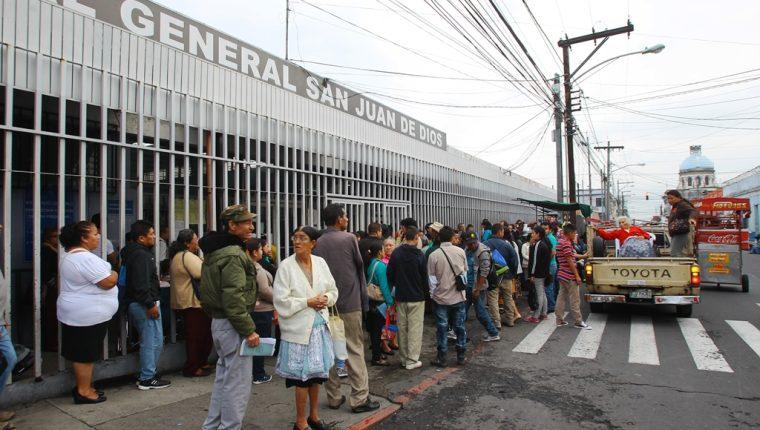 Sectores critican el fallo judicial que beneficia a empleados del Hospital General y no a los servicio de salud. (Foto Prensa Libre: Hemeroteca PL)