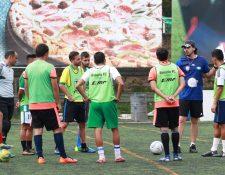 Rosario FC comenzó el trabajo con 11 jugadores del plantel mayor y varios elementos que estuvieron a prueba. (Foto Prensa Libre: Raúl Juárez)