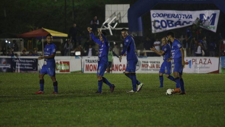 Los jugadores de Cobán Imperial festejan contra Malacateco. (Foto Prensa Libre: Eduardo Sam)