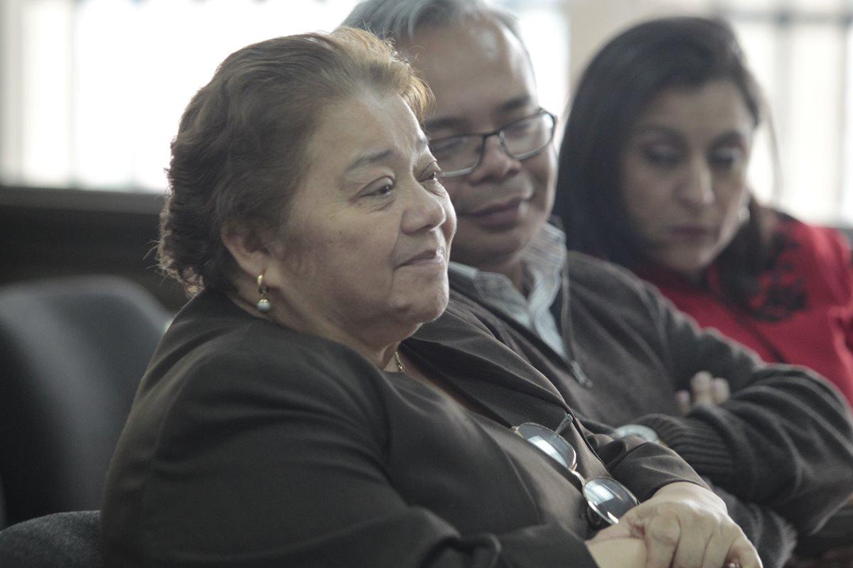 La jueza Martha Sierra de Stallin y su hijo, Roberto Stalling Sierra, fueron beneficiados por fallo del Juzgado Tercero Penal en el caso Bufete de la Impunidad. (Foto Prensa Libre: Hemeroteca)
