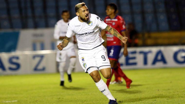 Abraham Darío Carreño, delantero de Comunicaciones. (Foto Prensa Libre: Carlos Vicente)