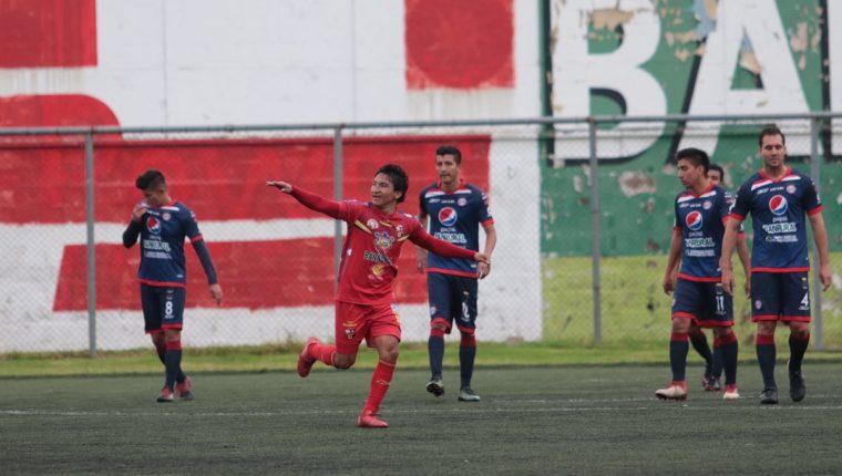 Los jugadores de San Pedro festejaron frente a Xelajú MC. (Foto Prensa Libre: Raúl Juárez)