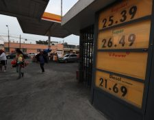 Alza en combustibles es una de las más altas de en lo que va del año. (Foto Prensa Libre: Carlos Hernández)