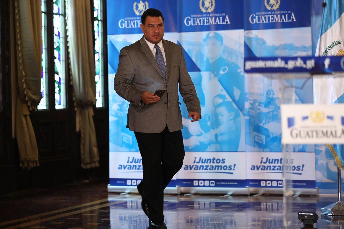 Alfonso Alonzo, ministro de Ambiente y Recursos Naturales enfrentará un juicio político por dudas en contratos de personal y servicios. (Foto Prensa Libre: Esbin García)