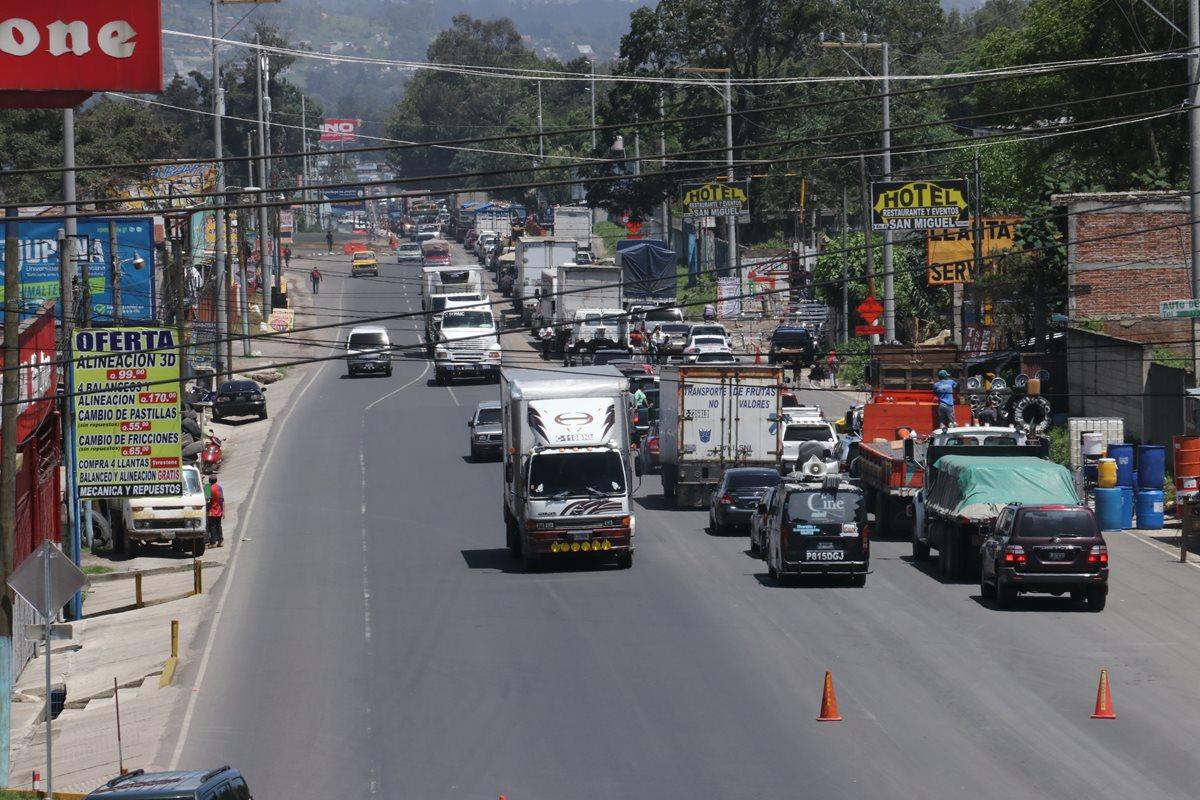 Paso vehicular se complica en ruta Interamericana