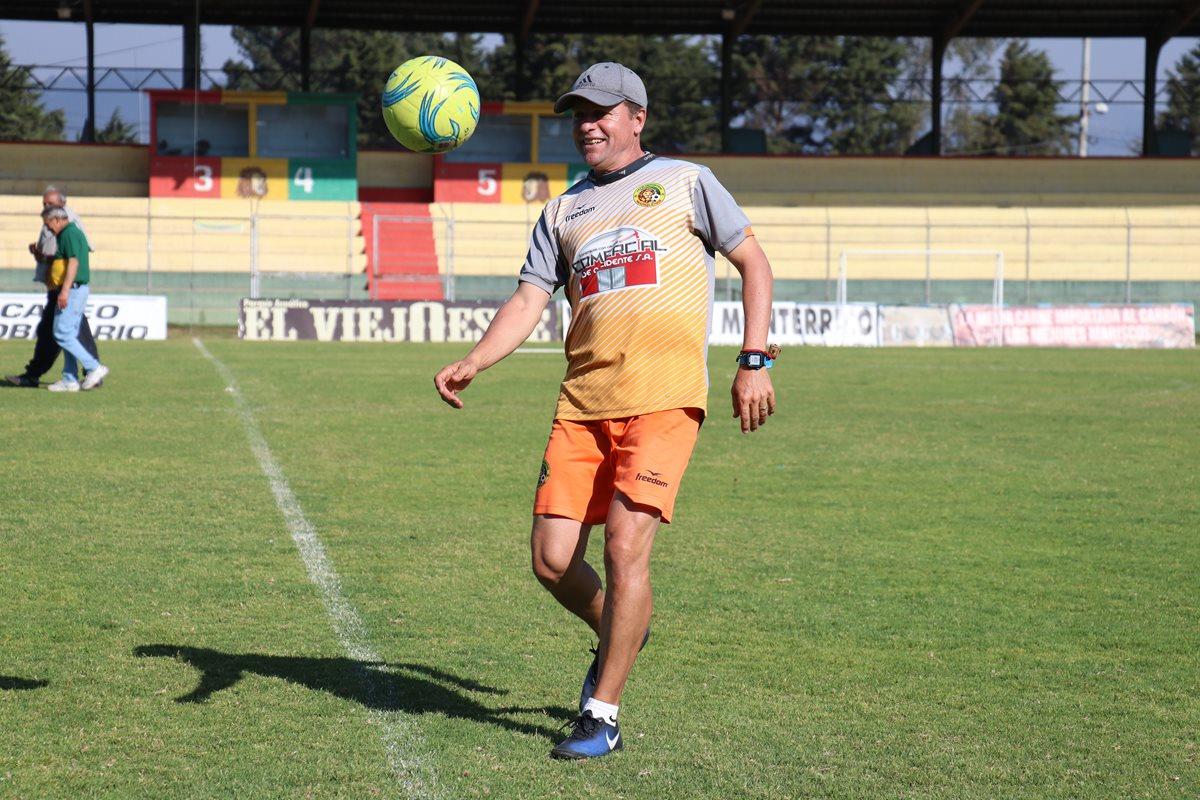 El estratega no pudo enderezar el rumbo de los leones que regresarán a Primera División 18 años después.(Foto Prensa Libre: Raúl Juárez)