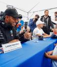 El piloto Lewis Hamilton es muy querido en Asia y podría brillar en el Gran Premio de Japón. (Foto Prensa Libre: EFE)