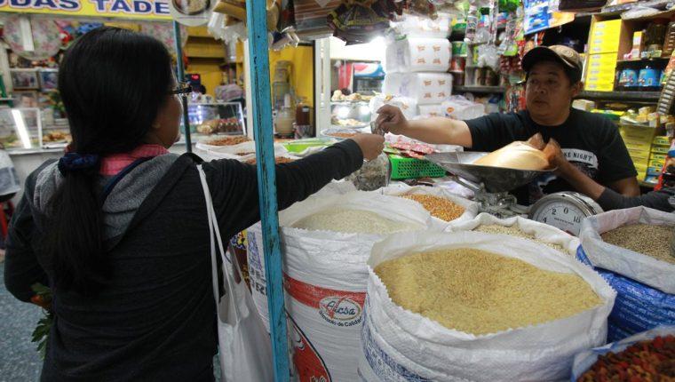 La inflación se mide por el Índice de Precios al Consumidor (IPC). (Foto Prensa Libre: Hemeroteca)