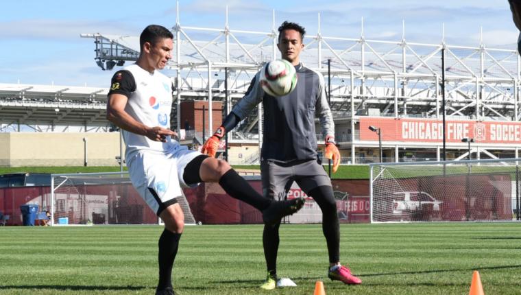 El defensa Carlos Gallardo saldrá hoy como titular contra Ecuador y será el líder que necesita Guatemala. (Foto Prensa Libre: Wilfredo Girón)