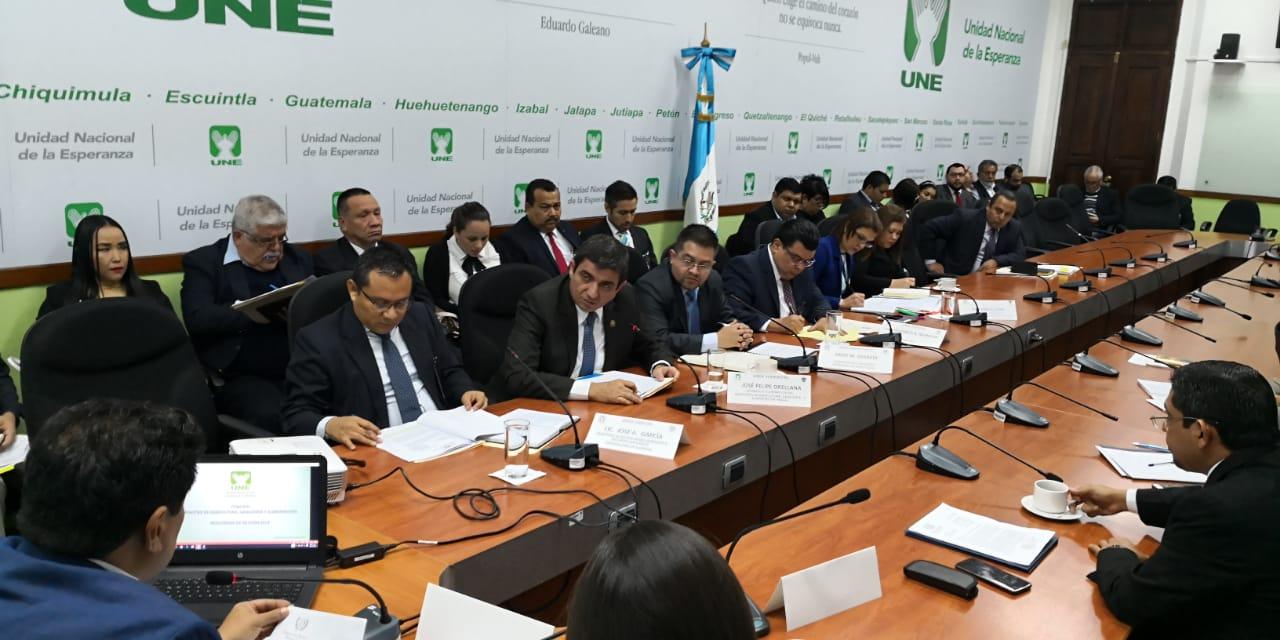 Autoridades del Maga y la Contraloría acudieron a una citación en el Congreso. (Foto Prensa Libre. Carlos Álvarez)
