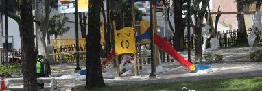 Parque infantil que será habilitado este sábado en la Plaza Berlín. (Foto Prensa Libre: Érick Ávila).