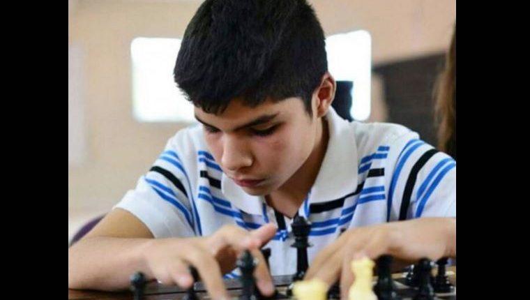 El ajedrecista paraguayo Jesús Barrios, de 15 años, viajará este mes para competir en EE. UU. (Foto Prensa Libre: ABC Color)