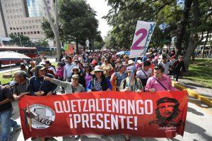 Sindicatos de Salud y Educación protestan