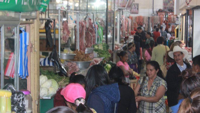 Una de las fuentes de la evasión del IVA están en la economía informal, sobre todo aquellas empresas pequeñas, medianas y grandes que tienen la capacidad de pago pero están al margen en la informalidad. (Foto Prensa Libre: Hemeroteca)
