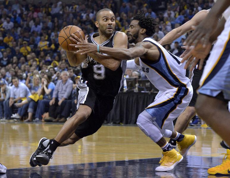 Tony Parker de los Spurs de San Antonio es uno de los jugadores claves de su equipo. (Foto Prensa Libre: AP)