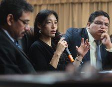 La ministra de Salud, Lucrecia Hernández Mack, junto a los viceministros Édgar González —izquierda— y Adrián Chávez.(Foto Prensa Libre: Álvaro Interiano)