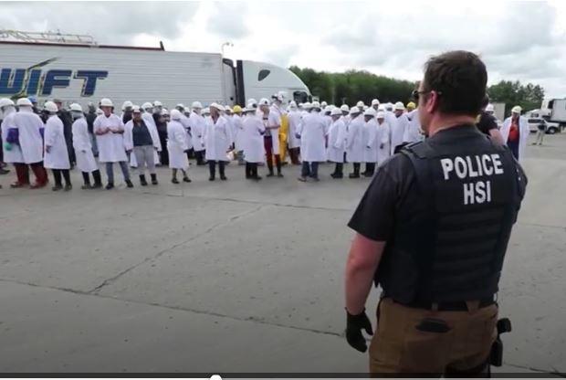 La cadena Univisón publicó un video de la redada en Ohio, en el que consigna que la mayoría de detenidos son guatemaltecos. (Captura de video de Univisión Noticias)