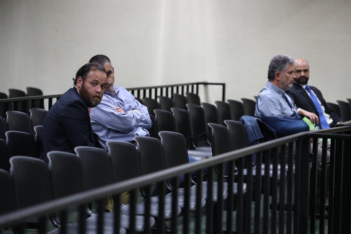 De izquierda a derecha, los sindicados Juan Arturo Jegerlehner Morales, Juan Ignacio Florido, Jorge Eduardo Antillón Klussmann y Diego Chacón Yurrita, en el juzgado de Mayor Riesgo D. (Foto Prensa Libre: Paulo Raquec)