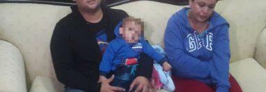 A este bebé le amputaron la pierna derecha en el Hospital Regional de Zacapa, el niño había ingresado por una neumonía. (Foto Prensa Libre: Cortesía La Red)