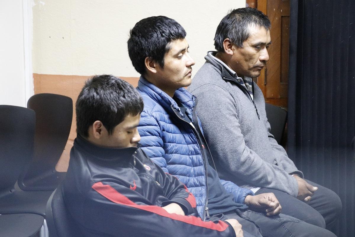 Luis Enrique Barrios Mijangos de 18 años, Miguel Ángel Castillo Sánchez, 28, y José Eliseo Vásquez Reyes, 48, fueron ligados a proceso por asesinato y asesinato en grado de tentativa. (Foto Prensa Libre: Nery Gálvez)