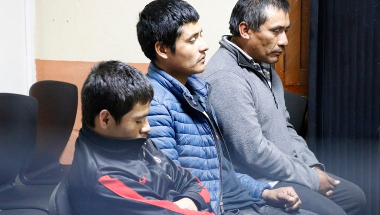 Luis Enrique Barrios Mijangos, Miguel Ángel Castillo Sánchez y José Eliseo Vásquez Reyes fueron sentenciados a 100 años de prisión por la muerte de dos adultos mayores, en Sacatepéquez. (Foto: Hemeroteca PL)
