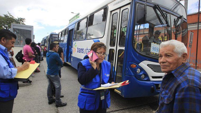 El Transurbano ha limitado el servicio a los adultos mayores. (Foto Prensa Libre: Hemeroteca PL)