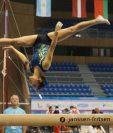La gimnasta Sofía Gómez realizó una gran rutina en la viga de equilibrio que la clasificó a la ronda final en la Copa del Mundo de Varna, Bulgaria. (Foto Prensa Libre: tomada Copa del Mundo de Varna)