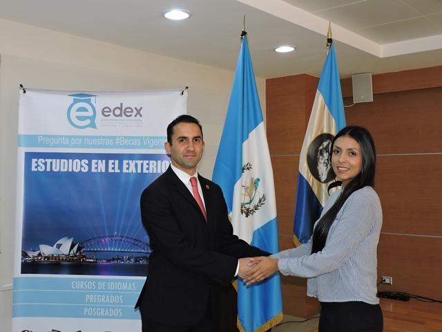 EDEX  y Universidad Galileo firman convenio.