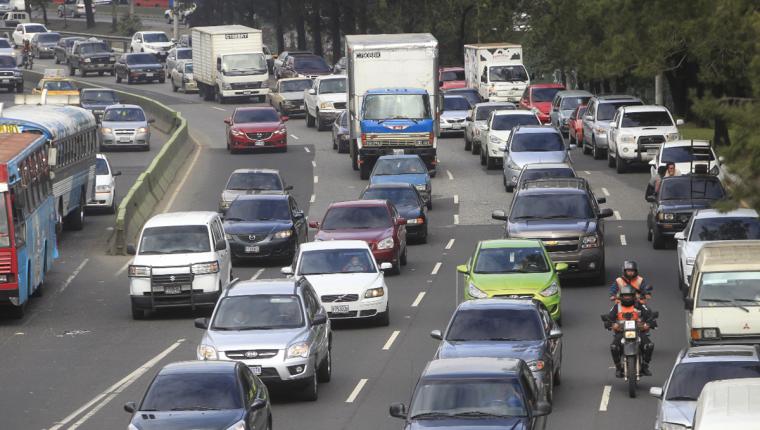 Debido a asueto por Semana Santa, serán suspendidos los carriles reversibles en la ciudad de Guatemala, Villa Nueva y Mixco. (Foto Prensa Libre: Hemeroteca PL).